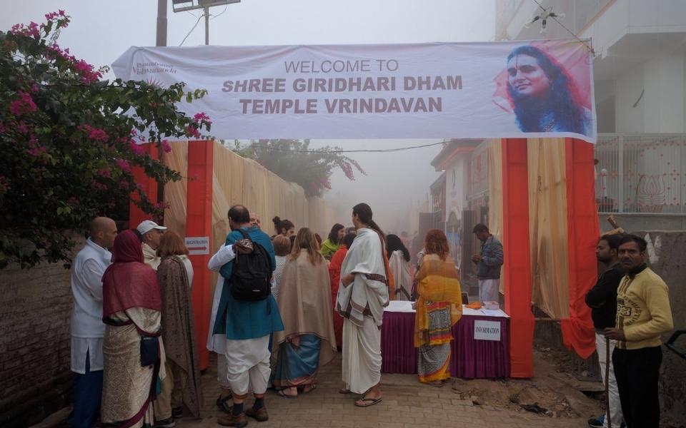 2016-12-02-shree-giridhar-dham-ashram11