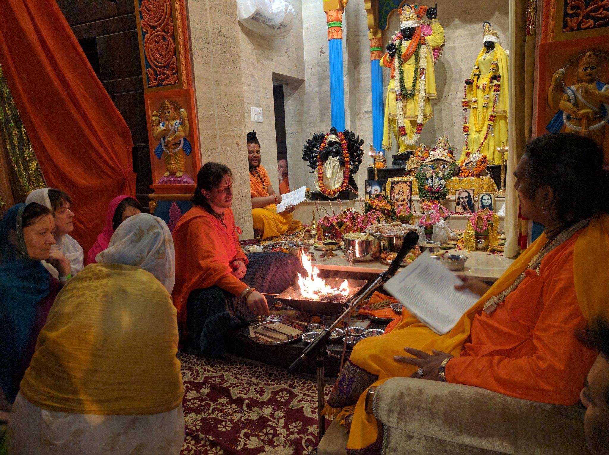 2016-12-02-shree-giridhar-dham-ashram3