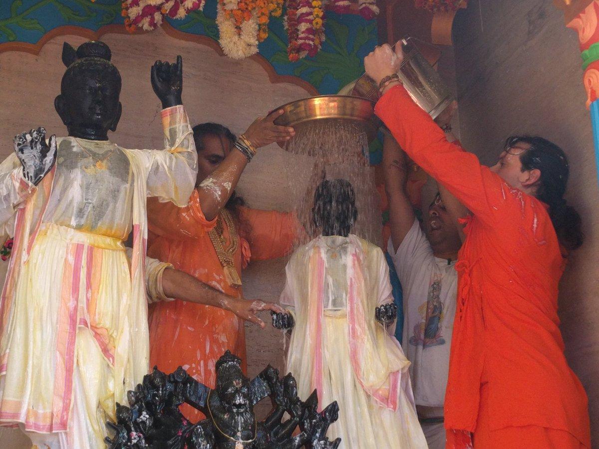 2016-12-04-abishekam-giridhar1